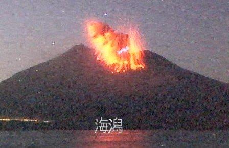 FOTO VIDEO Giappone: Vulcano Sakurajima in eruzione (Kagoshima), vicino centrale nucleare