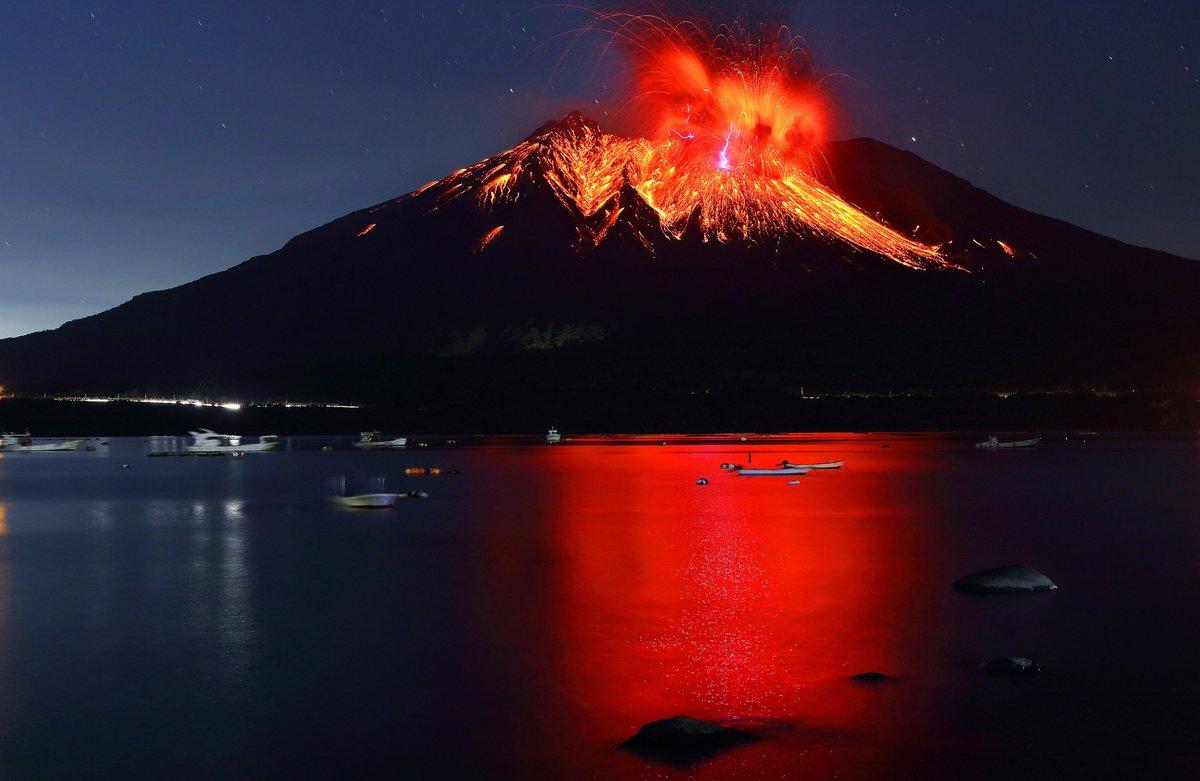 Әлемдегі ең үлкен вулкандардың бірі атқылады (видео)