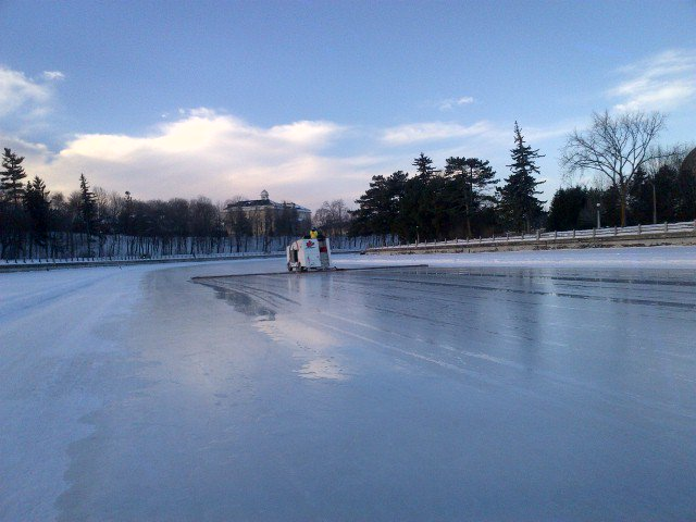 We're sorry :( RideauCanal will be closed this wkend. We are working hard to open it as soon as possible. ottnews