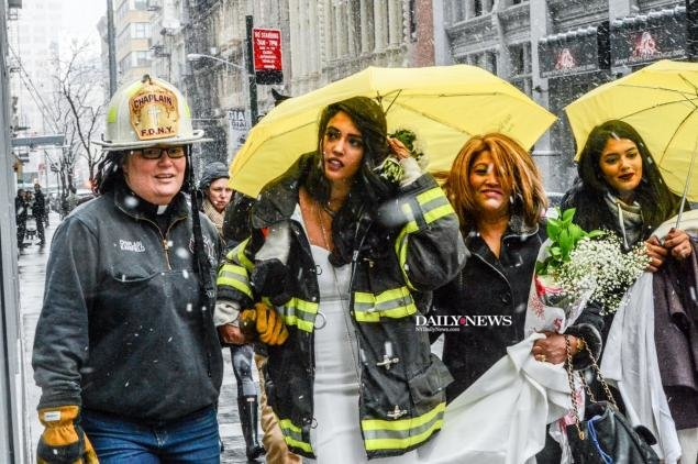 @FDNY chaplain rushed to help a bride get married after the cranecollapse