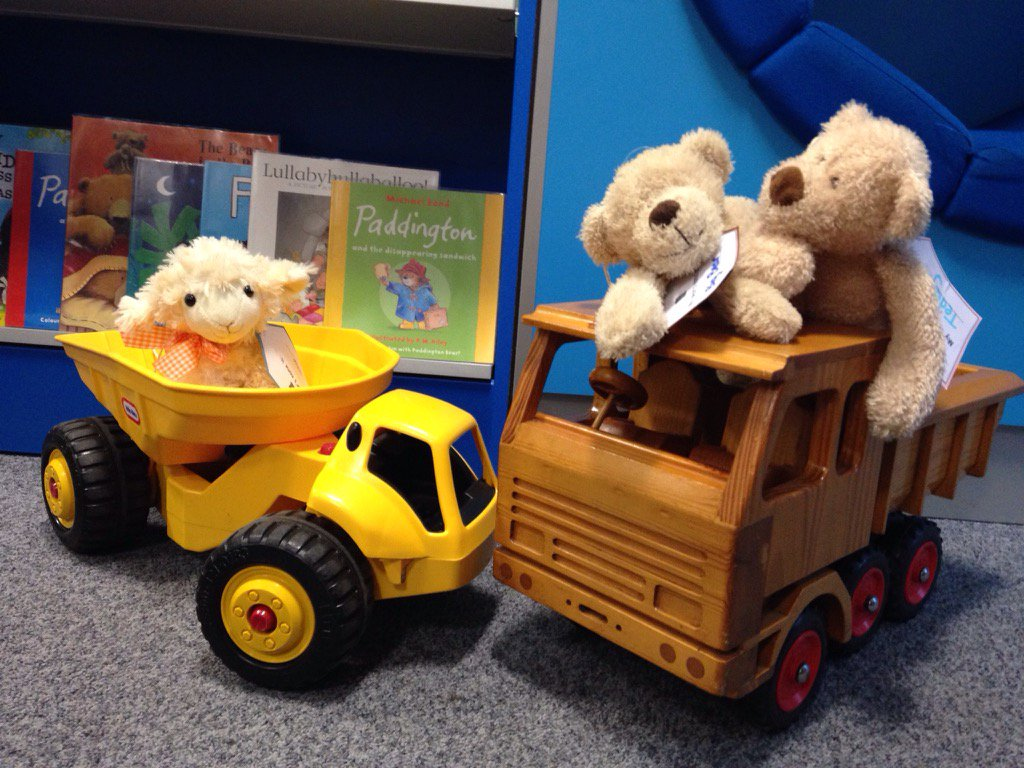 Beep beep. Racing around the library. 🚕 🚗 #librariesday https://t.co/yr3tYnNlga