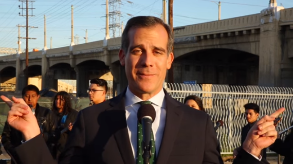 101SlowJam music video: Garcetti summons inner crooner to ease the pain of freeway closure