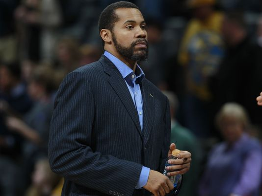 Report: Ex @DetroitPistons player Rasheed Wallace drives bottled water to Flint
