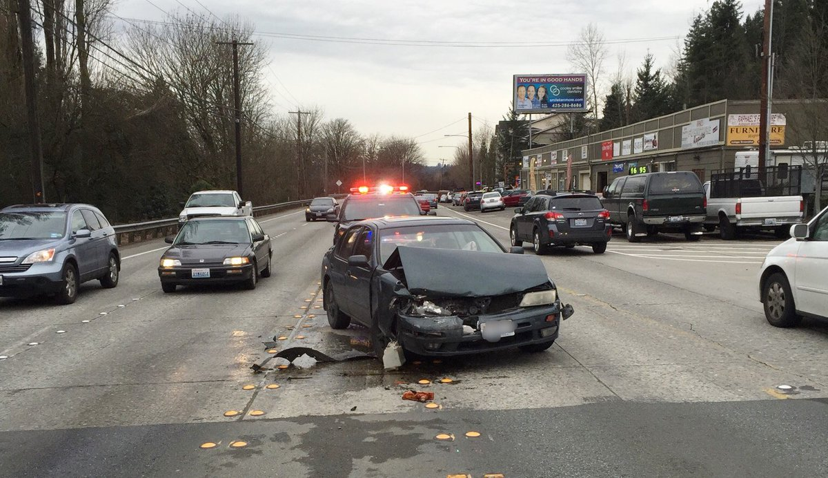 Ofcs at scene of blocking collision on SR 522 near 91st AVE NE. 1 W/B lane is blocked. No injuries. Expect delays.