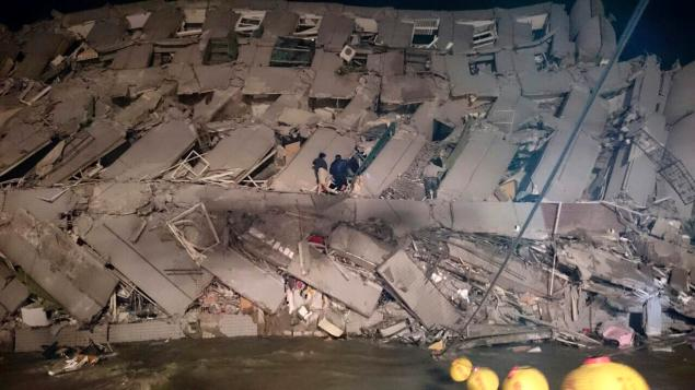 SEE IT: Building collapses as 6.4 magnitude earthquake shakes Taiwan
