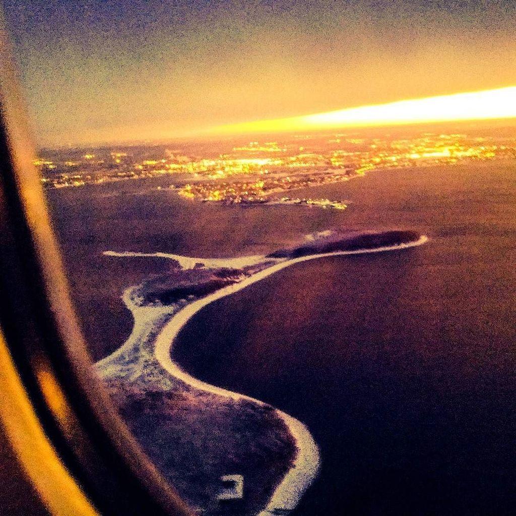 Coming in for a landing  #sunset #snow #Boston #flying https://t.co/DSdeoaEszu https://t.co/Tk7ofhxjRL