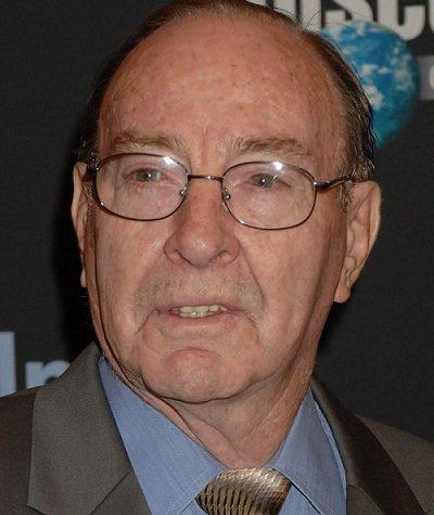 Astronaut Edgar Mitchell, 6th man on moon, dies in Florida.