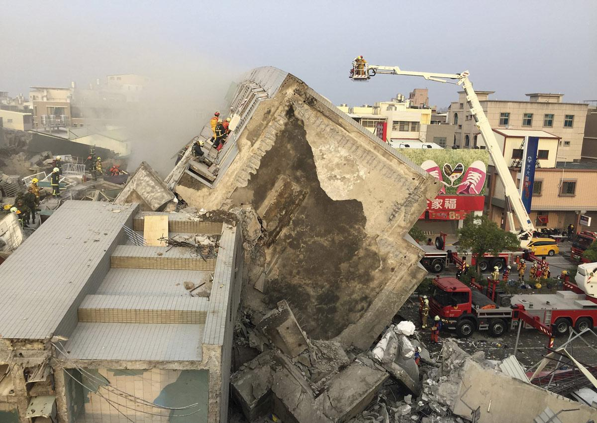 Over 100 trapped in collapsed building after Taiwan quake https://t.co/426q95Pt7m https://t.co/Zu3wAyXdQl