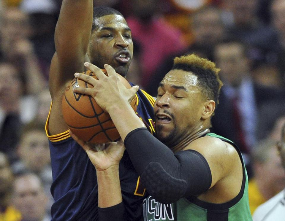 Celtics win dogfight with Cavaliers, 104-103