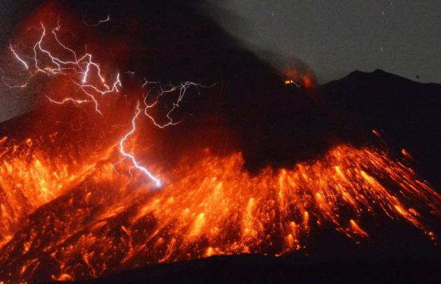 SEE IT: Incredible images capture eruption of Japan's Sakurajima volcano