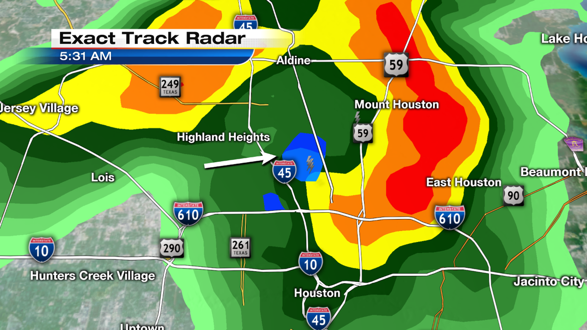Strong t-storms cell north of the North loop with blue area indicating hail!