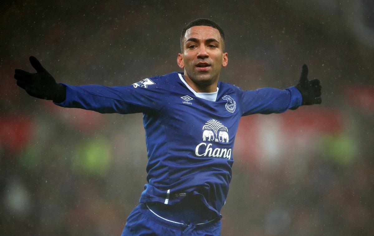 Lennon comemorando seu gol com o Everton