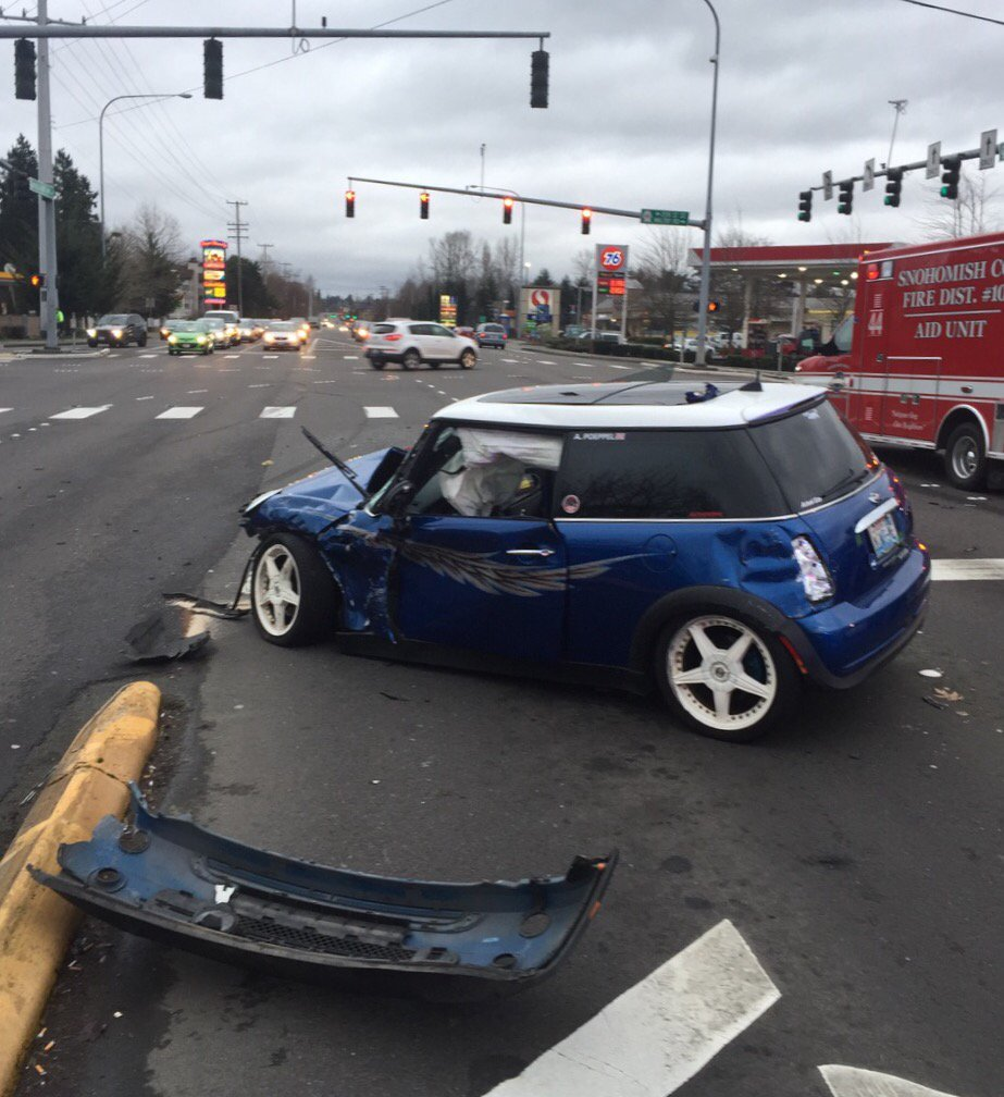 Ofcs at blocking collision N/B SR 527 SE at Maltby RD. N/B is closed for a few until cars are moved. Minor injuries