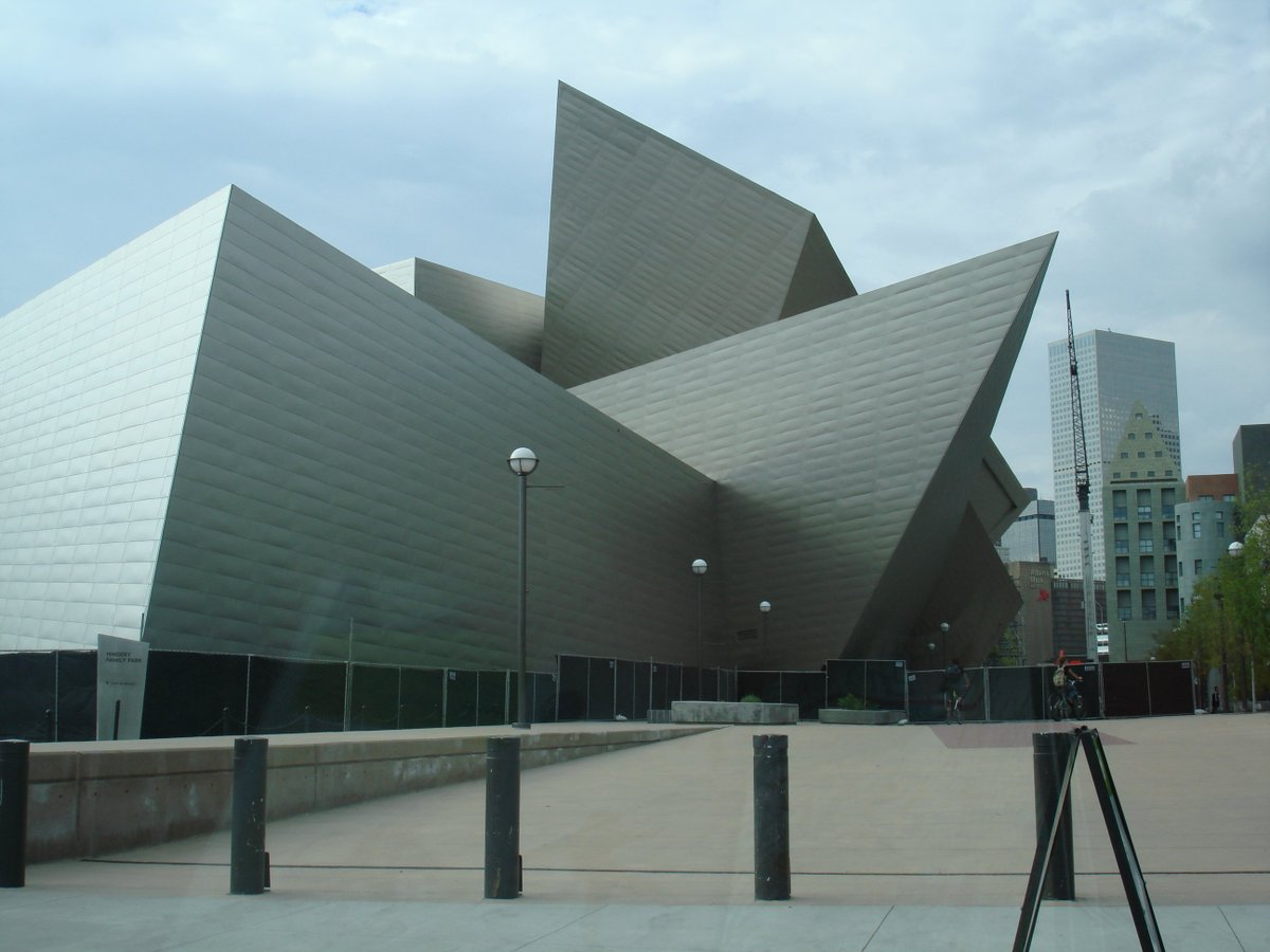 Looking for something to do this Saturday before SB50? The @DenverArtMuseum is FREE today