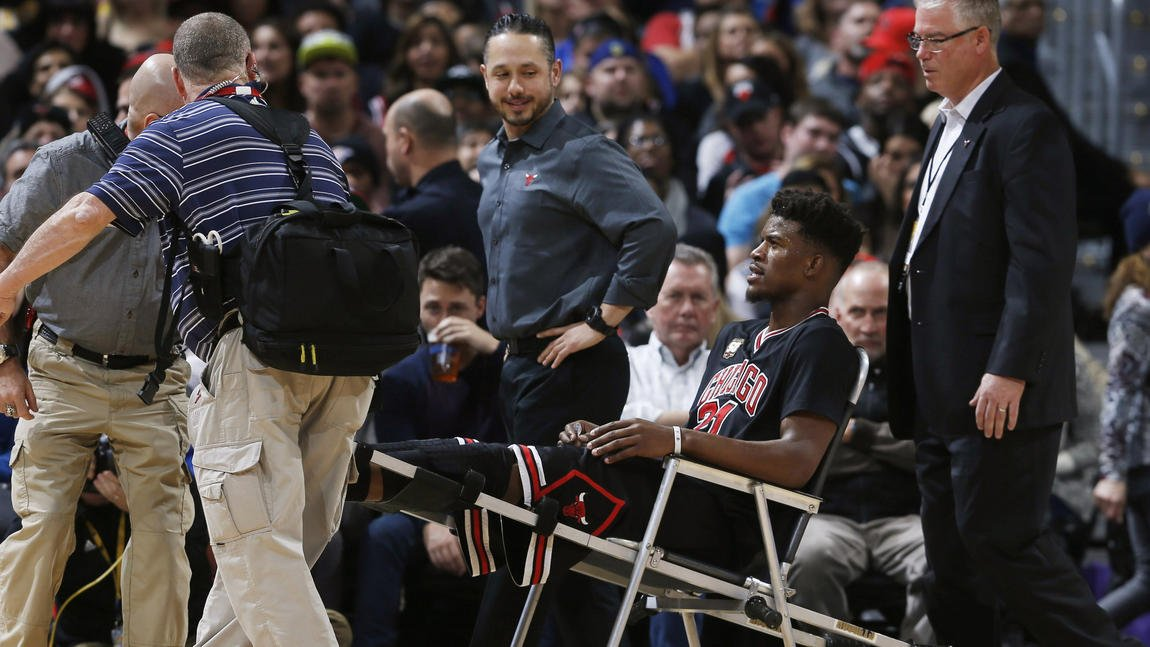 Jimmy Butler leaves game with knee sprain; Bulls fall to Nuggets 115-110