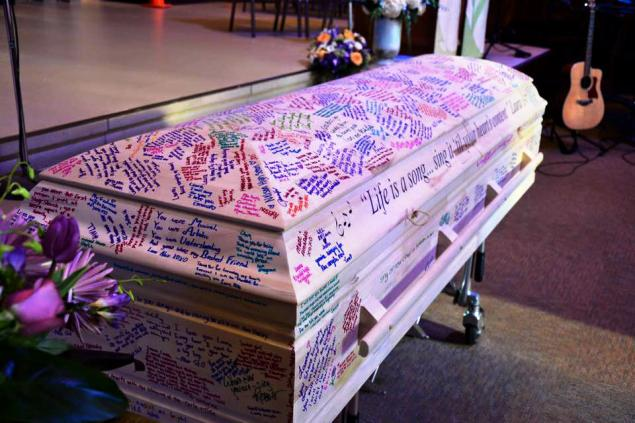 HS senior who died of leukemia gets casket covered in yearbook messages