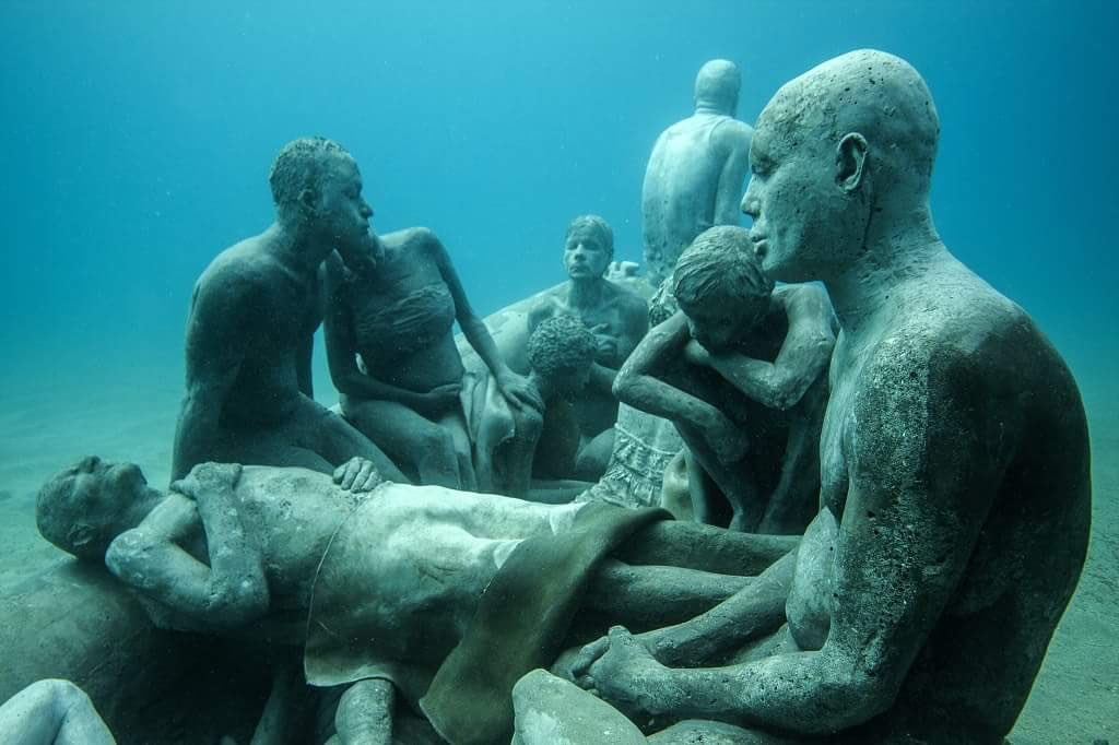 The Raft of #Lampedusa, by Jason deCaires Taylor, underwater sculpture near Lanzarote in solidarity with #refugees https://t.co/Lwuv4mZ7cT