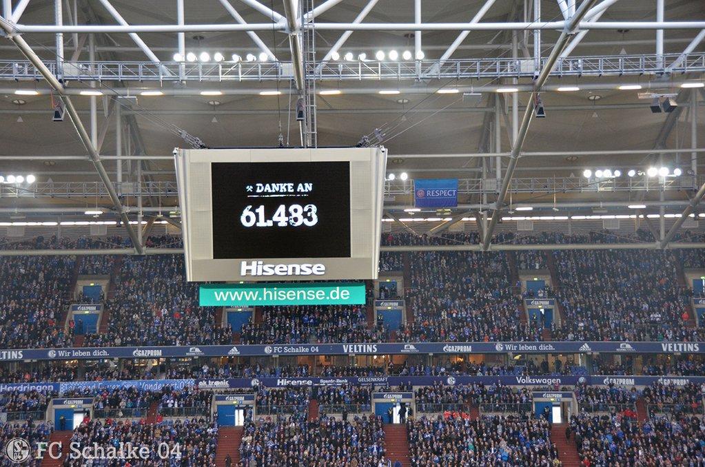 Público presente no jogo Schalke