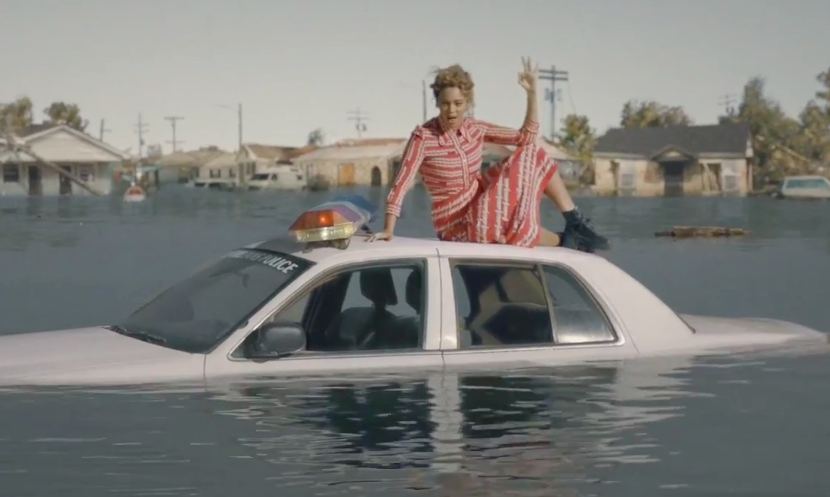 "It's almost impossible to choose a favorite look from @beyonce's new video for ""Formation:"" https://t.co/lWUwFancnl https://t.co/7Sp0YvebVN"