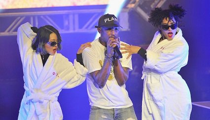 Pharrell brings the energy, loses voice during SuperBowl concert. via @SFMarMendoza