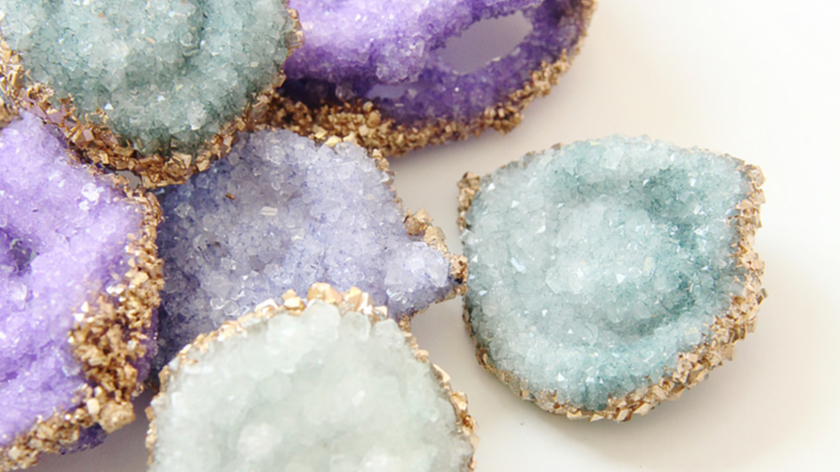 How To Grow Your Own Crystals At Home (this is pretty awesome) https://t.co/Q2qbFM1OgD https://t.co/EYqU6j130I