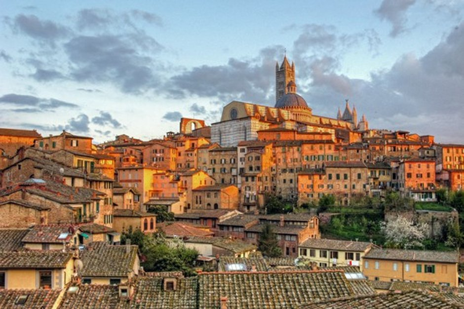 Blogger Alessio Convito shows us around the historical town #Siena in this #cityguide https://t.co/G78M1dDKWu https://t.co/etniNtF6YD