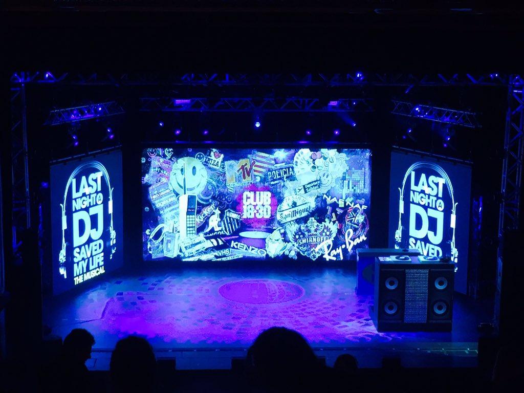 RT @MissParry: Amazing evening at the Theatre watching #lastnightadjsavedmylife @NewWimbTheatre @DavidHasselhoff  So much Fun!!!! https://t…