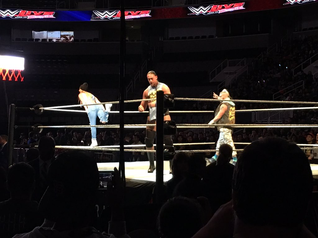 Wow Enzo and Big Cass! #WWESanJose https://t.co/HNlFWrWkp7