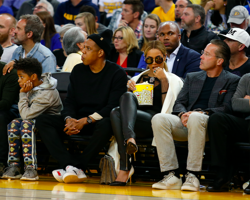 The place to be seen tonight? The Warriors game, of course. (Hi Beyonce!!)