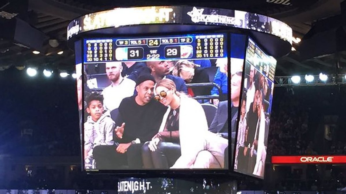 In Oakland the Warriors beat the Thunder 116-108 in front of a number of celebrities.