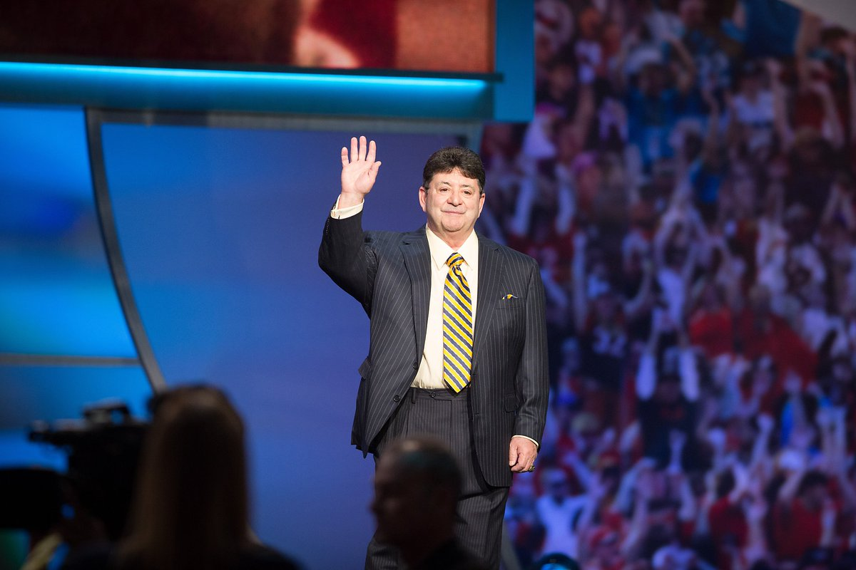 Eddie DeBartolo gives 49ers another SuperBowl moment. via @annkillion