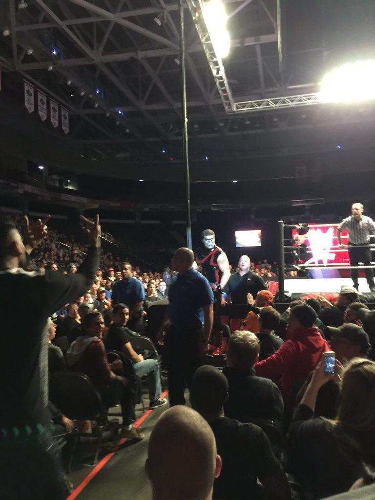 Очередной фанатский инцидент на хаус-шоу WWE