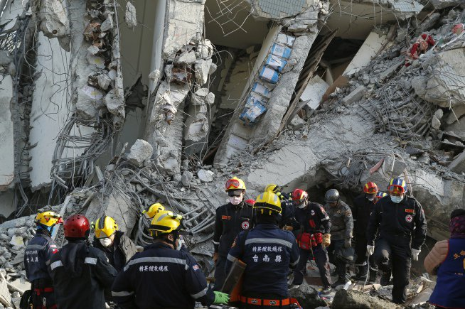 Taiwan rescuers pull out survivors from quake rubble
