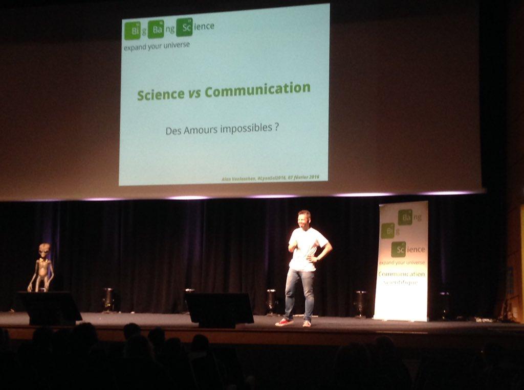 Place à @alanvonlanthen qui débute avec un talk sur la communication scientifique #LyonSci2016 https://t.co/XzbPR3j0nO
