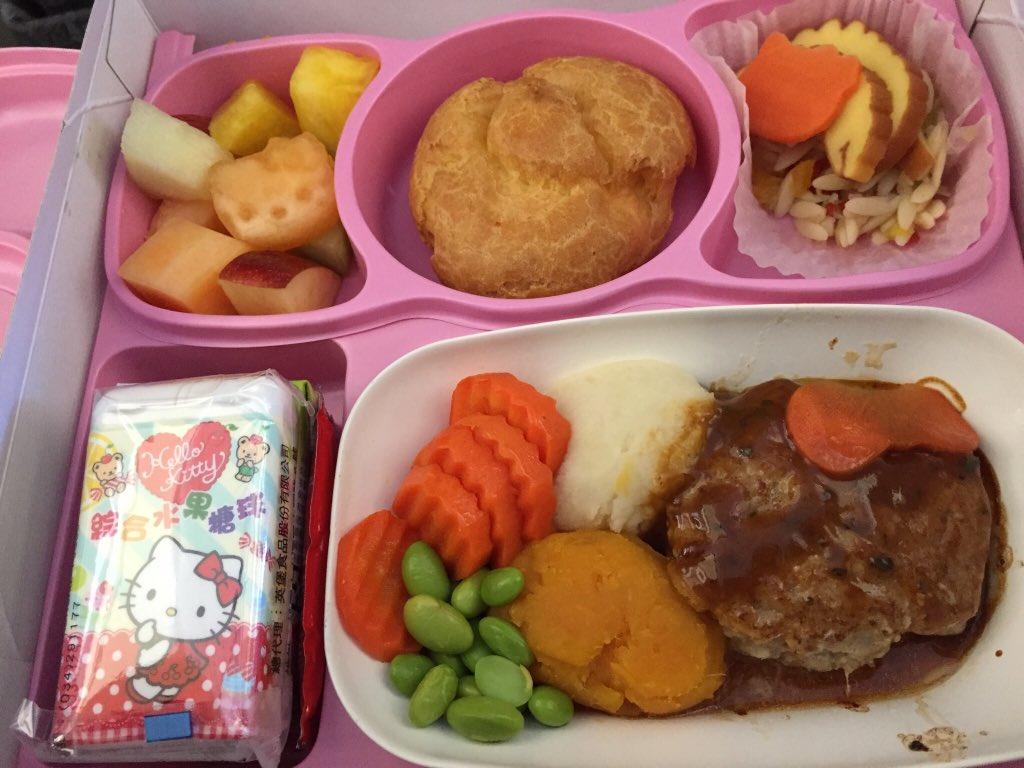 台湾のEVA航空のキティ便の機内食はすごいんだから!(これはお子様用) https://t.co/LdOISlMMqJ