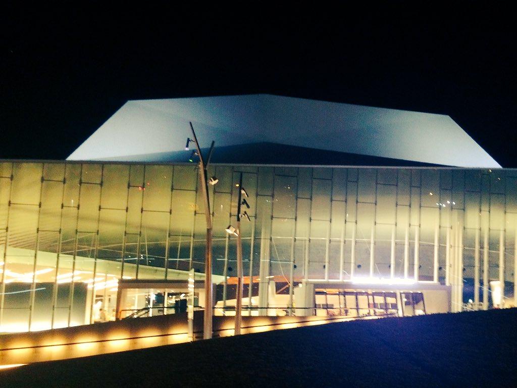 柿原徹也5周年ライブを舞浜アンフィシアターに見に行ってきたー(^ー^)ノカッキーのライブ見るの3回目?やけど今回も驚きの演出盛り沢山!楽しいライブやったー。ライブしたくなった! https://t.co/ZR5nu7hNMj
