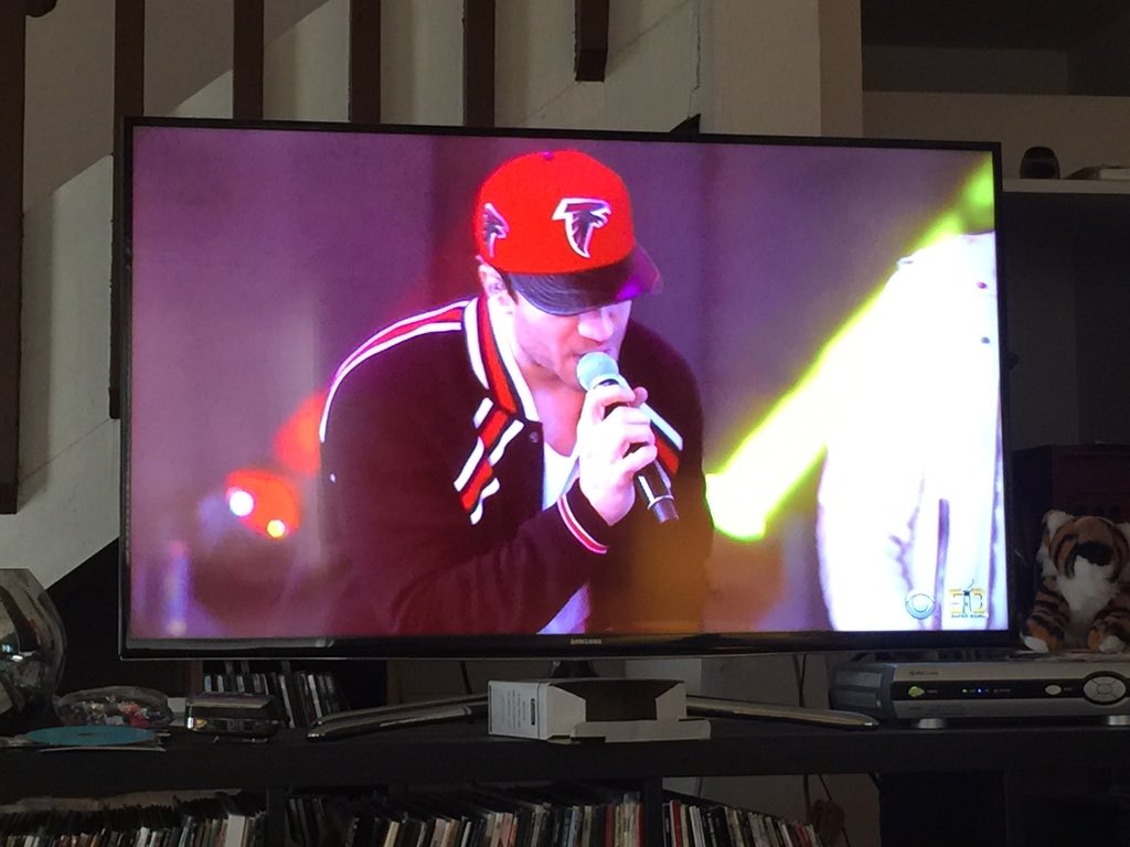 We see you @SamHuntMusic, reppin the @AtlantaFalcons on the #SuperBowl Pre Game Show https://t.co/dCe62k5bB8