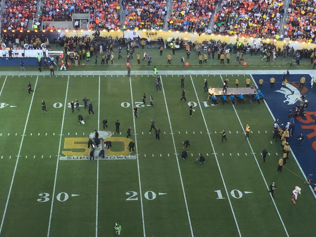 Army of turf pickers descend on disintegrating field at SB50
