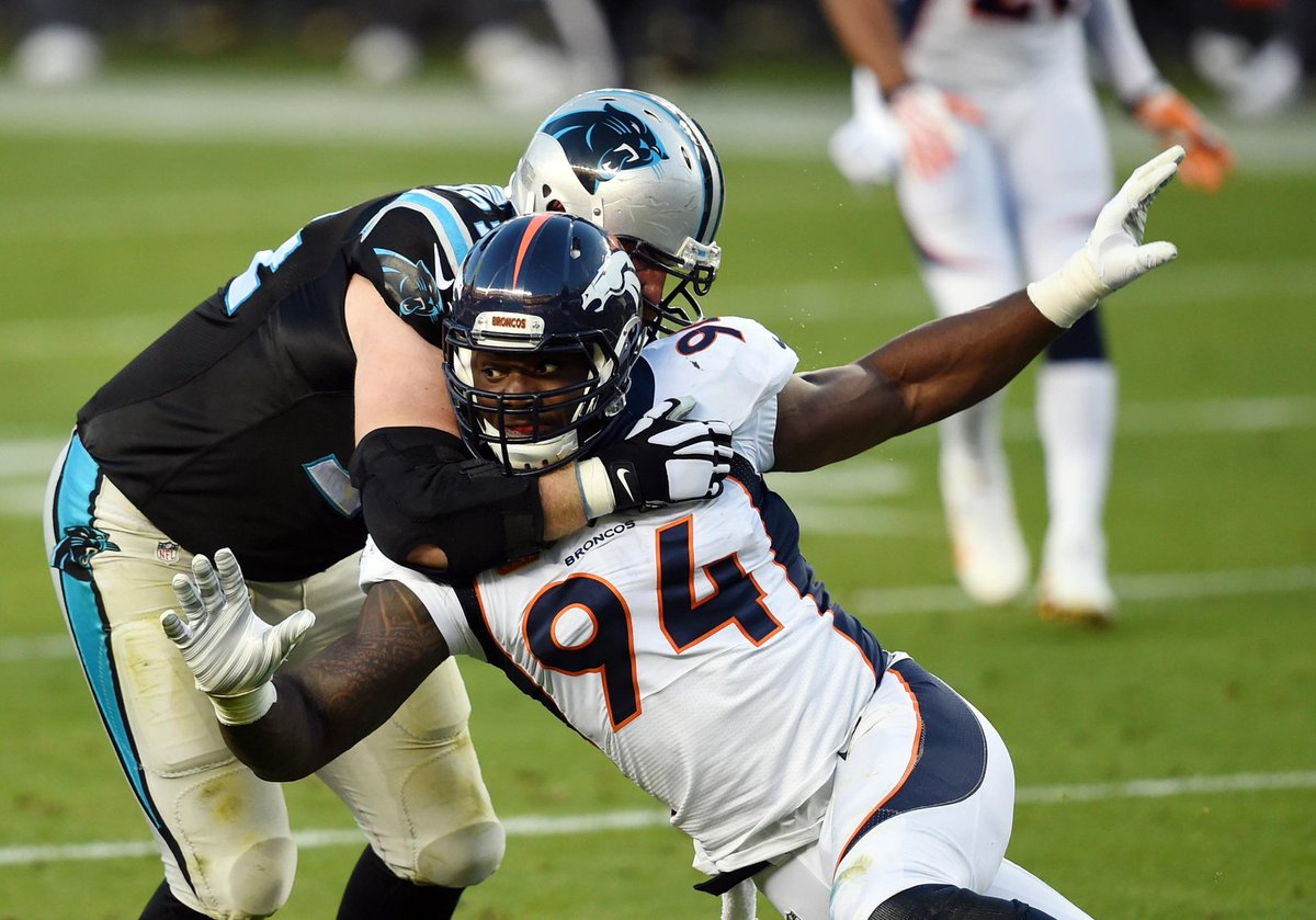 DeMarcus Ware closes out the first half with a sack for the Denver Broncos.