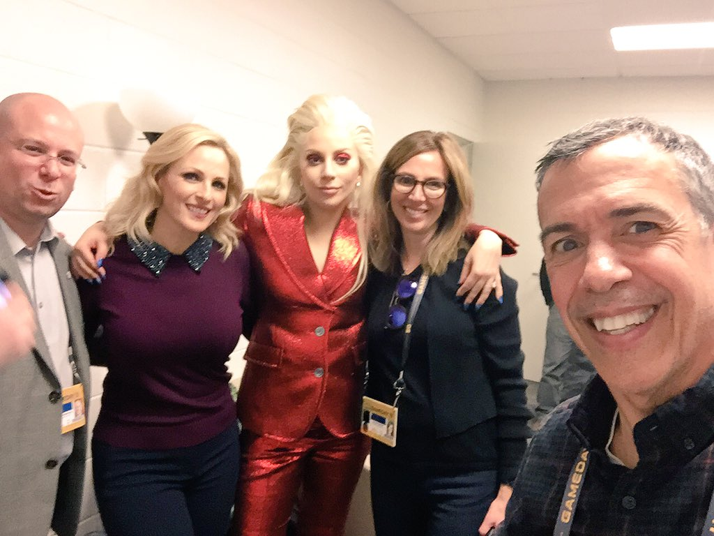 My ultimate selfie at @superbowl50 @MarleeMatlin @NAD1880 AND @ladygaga https://t.co/iWyKFOMX6e