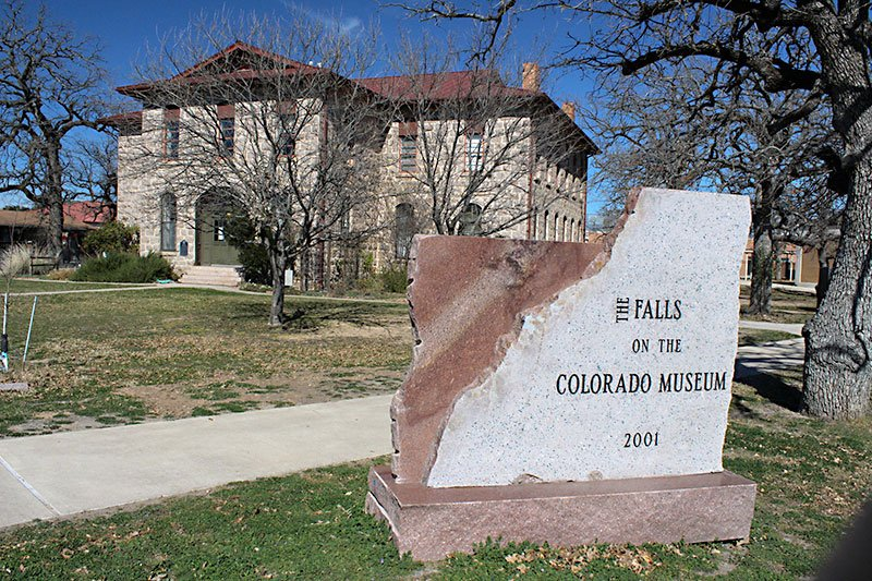 DAY TRIPS: Falls on the Colorado Museum hosts rare photographs.
