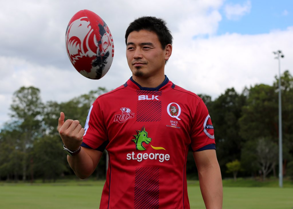 How does #Goromaru look in a #RedsRugby jersey? https://t.co/PtboCCeeaY