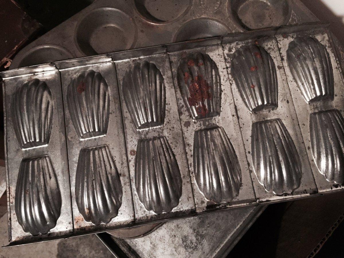 Alors oui, dans la cave de Madeleine, il y a un plat... à madeleines ! #Madeleineproject https://t.co/SJRcbLmEsQ