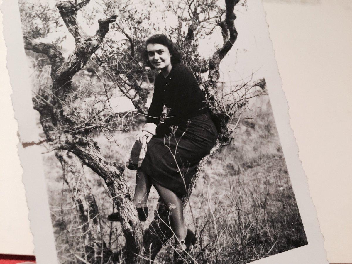 Là, tu as l'air heureuse, on est en 1940, qui se trouve derrière l'appareil ? A qui souris-tu ? #Madeleineproject https://t.co/9B1RVVvurm
