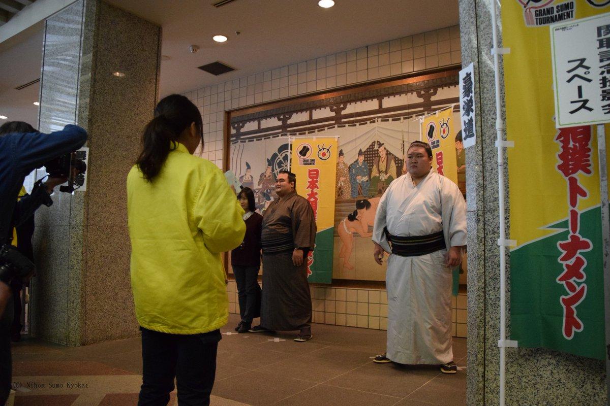 <大相撲トーナメント>昨日開催された日本大相撲トーナメント第四十回大会の様子をツイートします。琴奨菊、豪栄道、逸ノ城の記念撮影会。#sumo