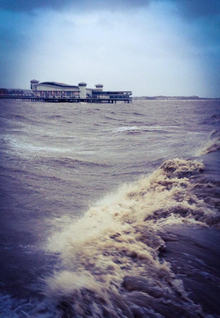 RT @cameramanuk1: @GMB weather live from Weston pier this morning. @Lauratobin1 @cameramanuk1 @susannareid100 @benshephard @itv https://t.c…