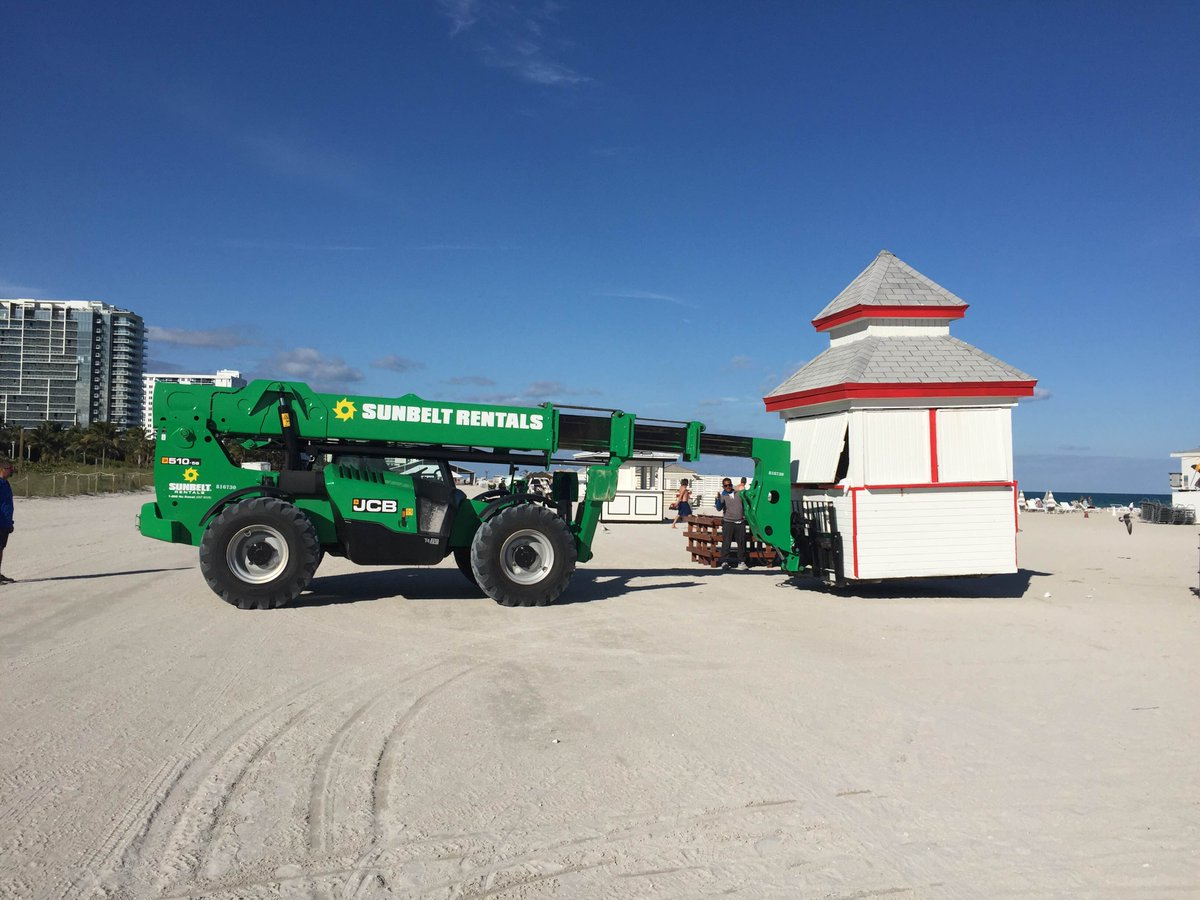 Here are some photos we were sent of two 510-56 Loadalls at work on South Beach, Miami. https://t.co/xQzwZENFtg