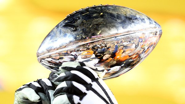 Broncos charter flight will arrive at @DENAirport at 3:30 p.m. Monday with Lombardi Trophy aboard. SB50