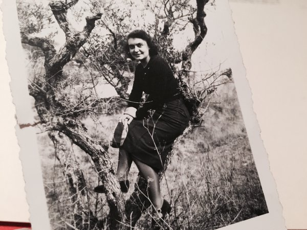 You look happy on this picture, dated 1940. Who took it? Who were you smiling to? #MadeleineprojectEN https://t.co/rj5UyIJ4VY
