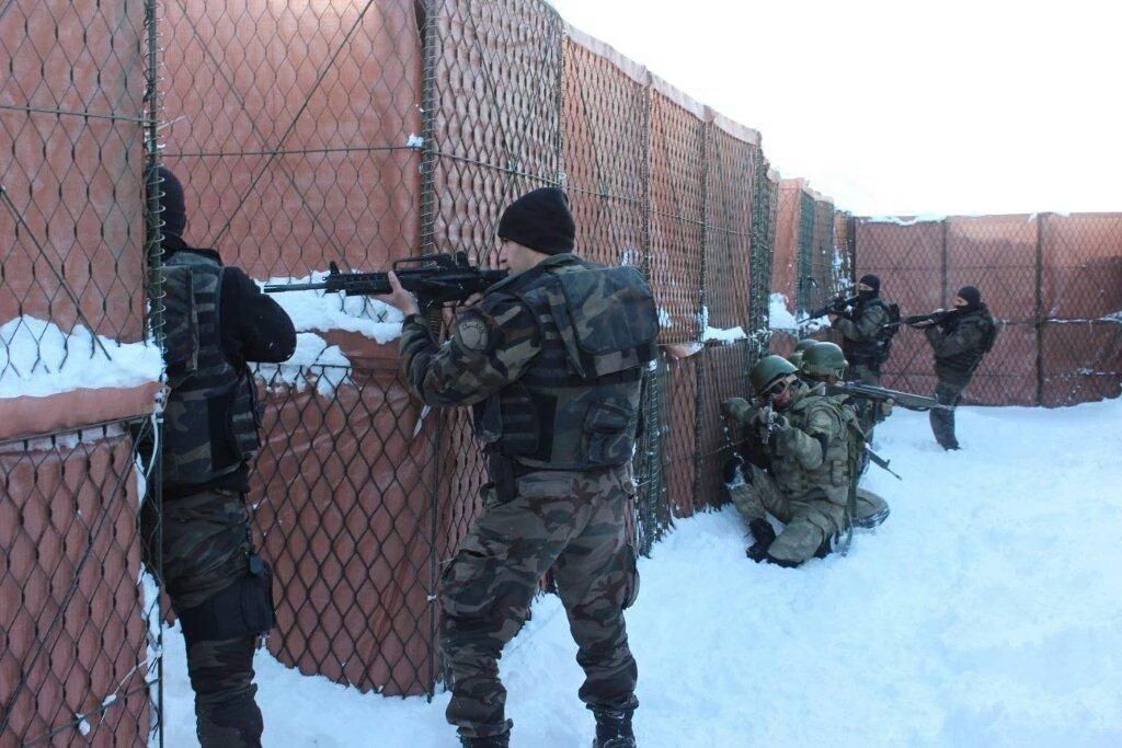 """تعرّف أكثر على القوات الخاصة في الجيش التركي """"كوماندو"""" CasDSH0UAAA8r0c"""